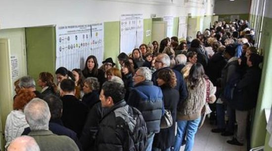 "Italian general elections, crowd in the poll in the high school ""Mameli"", Rome, Italy, 4 March 2018. ANSA/ALESSANDRO DI MEO"