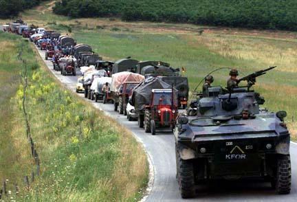 Profughi in fuga dal Kosovo nel 1999