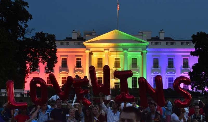 la-casa-bianca-arcobaleno-dopo-la-sentenza-sui-matrimoni-gay-746219