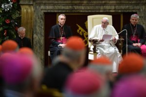 epa05077727 Pope Francis (2-R) speaks during the traditional Greetings to the Roman Curia, at the Vatican, 21 December 2015.  EPA/ALBERTO PIZZOLI/POOL